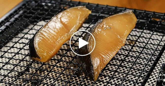 焼き 方 魚の 皮がパリパリ!魚焼きグリルで超絶おいしい鮭の焼き方【自炊レシピ】